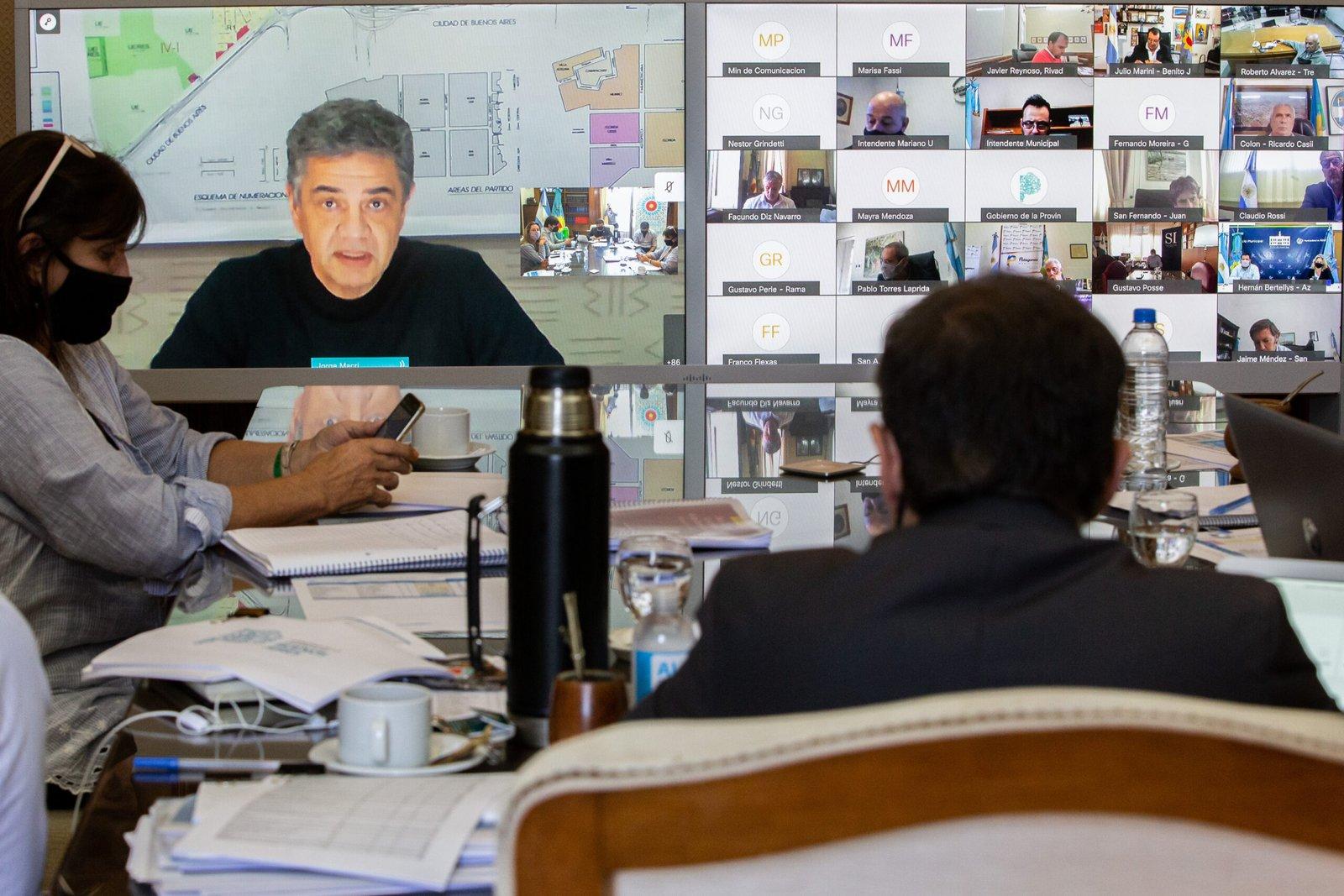 Kicillof se reunió con intendentes para analizar las próximas medidas