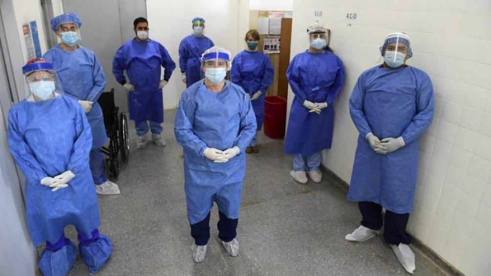 Oficializan un estímulo para el personal de salud de $6.500 por tres meses